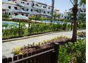 Alquilo  chiclana (cadiz) apartamento planta baja con jardín a 500 mts. playa. piscinas, padel